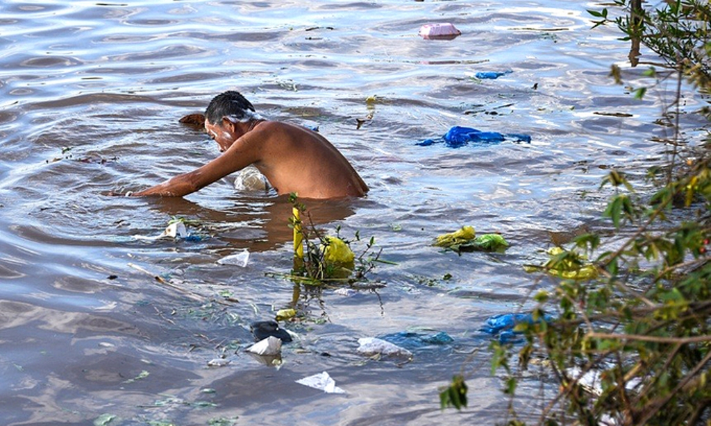 Mekong carries plastics into the world's oceans